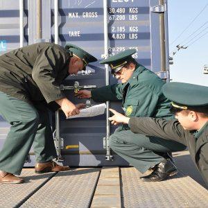Таможенная проверка транспорта для двух российских регионов